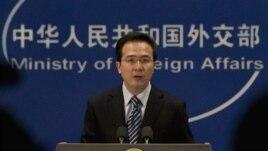 """Phát ngôn viên Hồng Lỗi tuyên bố """"Trung Quốc có chủ quyền không thể tranh cãi đối với các quần đảo ở Biển Nam Trung Hoa và vùng biển lân cận"""""""