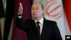 푸틴 러시아 대통령은 1일 모스크바에서 가진 기자회견에서 에드워드 스노든의 러시아 망명 가능성에 대해 언급했다.