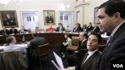 Para anggota DPR baru AS melakukan perdebatan pertama mengenai usulan pembatalan reformasi layanan kesehatan, 6 Januari 2011.