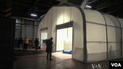 Vũ khí hóa học của Syria sẽ được tiêu hủy bên trong chiếc lều này, được đặt tại khoang chứa hàng của tàu Cape Ray