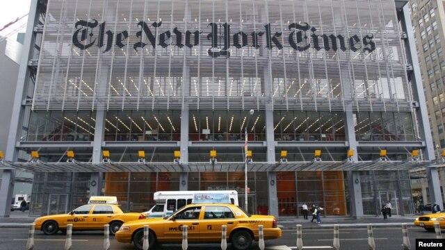 Kantor pusat harian New York Times di 8th Avenue, New York (Foto: dok). Peretas Tiongkok telah berulang kali melancarkan serangan cyber terhadap situs New York Times dan wartawannya dalam empat bulan terakhir. (REUTERS/Gary Hershorn)