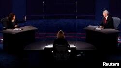 Ứng cử viên Kamala Harris (trái) và Phó tổng thống - ứng cử viên Mike Pence (phải) trong cuộc tranh luận tối 7/10/2020.