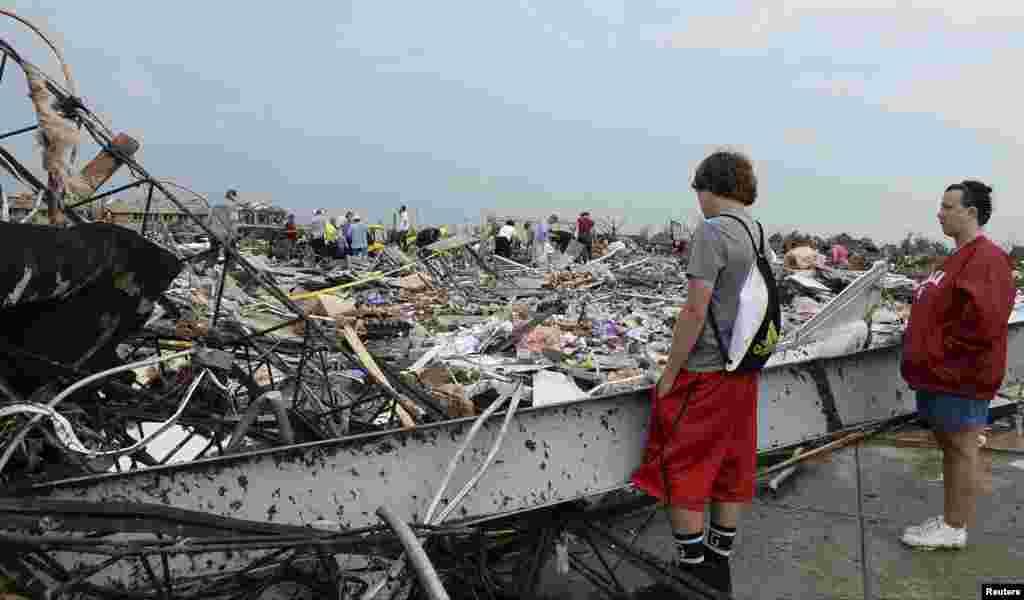 بگولے سے اوکلاہوما شہر اور اس کے مضافات میں شدید تباہی ہوئی ہے۔