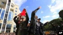 경찰관도 가세한 튜니지의 반정부 시위