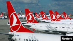 Des avions de Turkish Airlines à l'aéroport international d'Istanbul, Turquie, 3 décembre 2015.