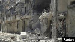 Các tòa nhà đổ nát tại thành phố Aleppo, 3/8/2012