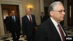 Para pemimpin Yunani terus berupaya mencapai kesepakatan dalam pemotongan anggaran untuk mengatasi krisis Zona Euro (7/2).