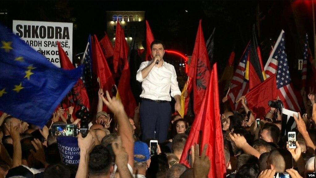 Protestë paqësore e opozitës në Tiranë
