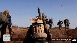 El Frente al-Nusra afiliado de al-Qaeda en Siria lucha contra las tropas y combatientes aliados del gobierno sirio.