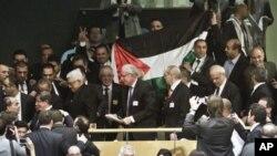 (ცენტრში) პალესტინის პრეზიდენტი, მაჰმუდ აბასი გაეროს გენერალურ ასამბლეაზემ 29 ნოემბერი, 2012 წ.