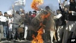 Người biểu tình Afghanistan đốt cờ Mỹ ở Herat, phía tây thủ đô Kabul