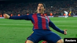 شادی لوئیز سوارز مهاجم اروگوئه ای بارسلونا پس از به ثمر رساندن گل پیروزی بخش تیمش در مقابل رئال مادرید