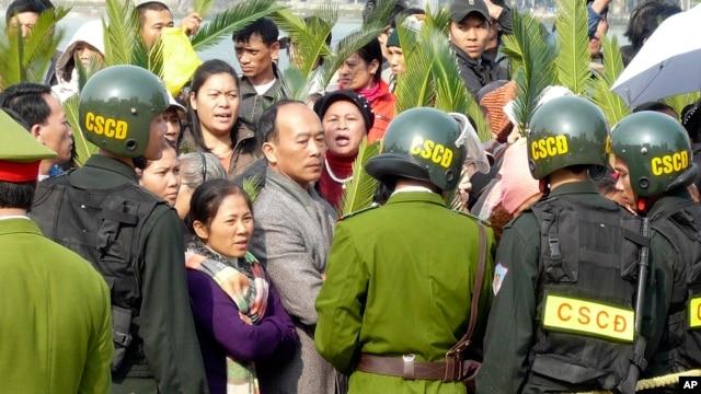 Human Rights Watch nói phúc trình sắp công bố phơi bày hàng loạt các vi phạm của công an Việt Nam mà Hà Nội muốn che đậy.