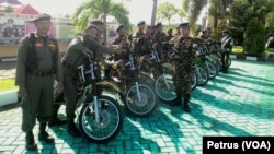 Anggota Banser NU siap mengamankan Natal di berbagai daerah di Jawa Timur (Foto: VOA/Petrus)