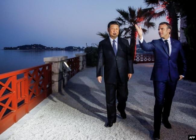2019年3月24日在法國尼斯附近的地中海度假小鎮濱海博利厄舉行的晚宴之前,法國總統馬克龍和中國國家主席習近平參觀