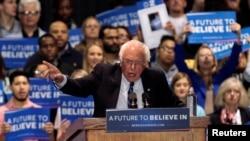 Kandidat Capres AS dari Partai Demokrat, Bernie Sanders dalam kampanye di Heritage Hall, Lexington, Kentucky, 4 Mei 2016 (Foto: dok).