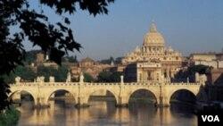 El vocero del Vaticano, padre Federico Lombardi, estableció distancia de las controversiales declaraciones.