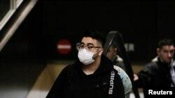 Las autoridades de las CDC aseguran que los estrictos controles en los aeropuertos internacionales han permitido que se controle la propagación del coronavirus.