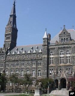 ຕຶກ Healy Hall ຊຶ່ງເປັນຕຶກໃຫຍ່ ຂອງມະຫາວິທະຍາໄລ Georgetown ທີ່ມີຊື່ສຽງຂອງສະຫະລັດ ໃນນະຄອນ ຫລວງວໍຊິງຕັນ.