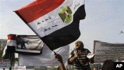 埃及人在解放广场抗议军方统治