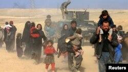 Іракці втікають з району боїв з екстремістами «Ісламської держави»