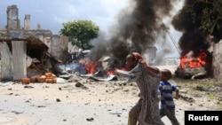 摩加迪沙法院大樓外的爆炸現場