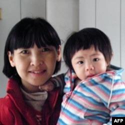 台北县居民刘女士和女儿