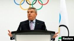 国际奥委会主席托马斯∙巴赫2014年7月7日在位于瑞士洛桑的总部宣布2022年冬季奥运会的候选城市。