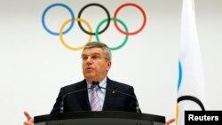 Presiden Komite Olimpiade Internasional (IOC), Thomas Bach saat mengumumkan Lausanne, Swiss sebagai tuan rumah Olimpiade musim dingin 2022 (foto: dok). Paris menawarkan diri untuk bersaing sebagai tuan rumah Olimpiade musim panas 2024.