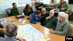 ابومهدی المهندس، فرمانده شبهنظامیان حشد الشعبی و قاسم سلیمانی در جلسه ستاد مدیریت بحران خوزستان