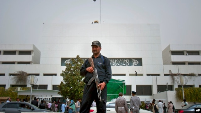 A Pakistani police commando stands guard at Parliament House in Islamabad, Pakistan, March 20, 2012.
