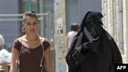 Во Франции запретили носить паранджу в общественных местах