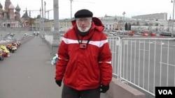 Андрей Маргулев около места гибели Бориса Немцова