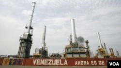 Venezuela suministra 350 mil barriles diarios de petróleo barato a países del Caribe, además de los 100 mil que da a Cuba.