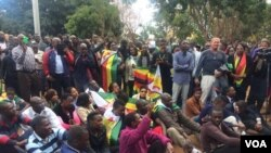 Protesters singing outside the Harare Magistrate courts