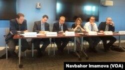Jorj Vashington universitetida o'tgan ekspert muhokama: Jon Xezersho, Devid Montgomeri, Devid Luis, Marlen Laruel, Noa Taker va Maykl Xoll