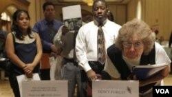 Igualmente, aún son 3,4 personas sin empleo por cada plaza que se abrió en marzo de 2012.