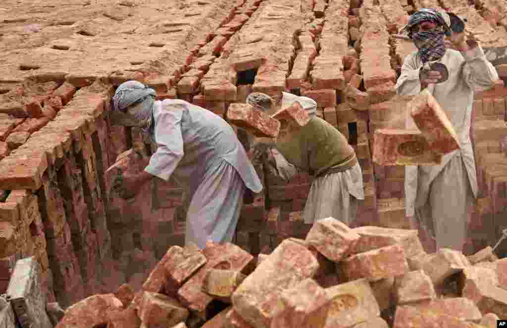 Afghan day laborers work at a brick factory on the outskirts of Kabul, April 21, 2014.