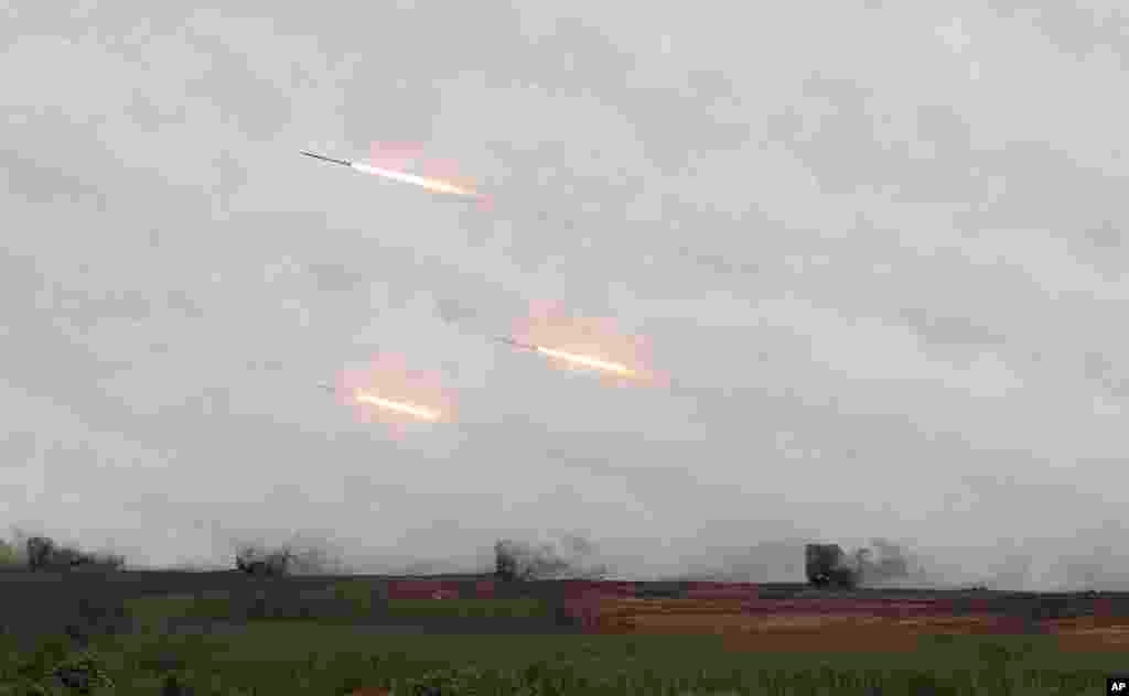 Rockets are fired from Thunderbolt 2000 multi-rocket launchers during Han Kuang military exercises in Penghu county, Taiwan, April 17, 2013.