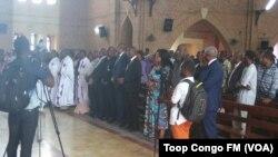 Messe en mémoire des victimes de la répression de la marche du 25 Février à Kinshasa. (VOA/Top Congo FM)