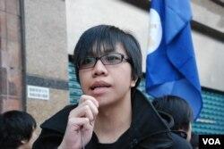 網絡群組發言人陳梓進宣讀遊行宣言表示,如果北京繼續干預香港內部事務,將會發動香港市民向聯合國申訴