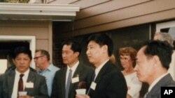 图为1985年习近平任河北正定县委书记时,率团到爱奥华州马斯卡廷考察