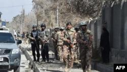 پاکستانی فوج کے اہلکار بلوچستان میں ایک حملے بعد پوزیشن سنبھال رہے ہیں۔ فائل فوٹو