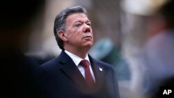 El presidente Juan Manuel Santos pide respetar los derechos de los colombianos deportados.