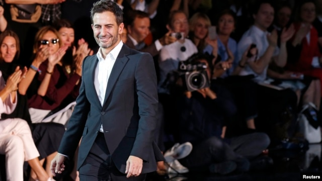 U.S. designer Marc Jacobs appears at the end of his Spring/Summer 2014 women's ready-to-wear fashion show for French fashion house Louis Vuitton during Paris fashion week, Oct. 2, 2013.