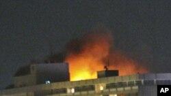 총격전으로 불타는 카불의 인터콘티넨탈 호텔