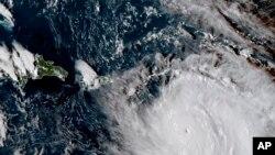 Badai Maria saat mendekati Dominica, Senin (18/9).