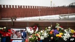Мемориал на месте гибели Бориса Немцова на Большом Москворецком мосту