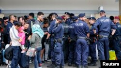 له ٢٠١٥ نه تر ٢٠١٦ پورې اروپا ته شاوخوا یو نیم میلیون مهاجر رسیدلي دي