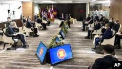 Trong bức hình do Dinh Tổng thống Indonesia công bố, các nhà lãnh đạo Hiệp hội Các Quốc gia Đông Nam Á (ASEAN) tề tựu dự hội nghị ở Jakarta, Indonesia, ngày 24 tháng 4, 2021.
